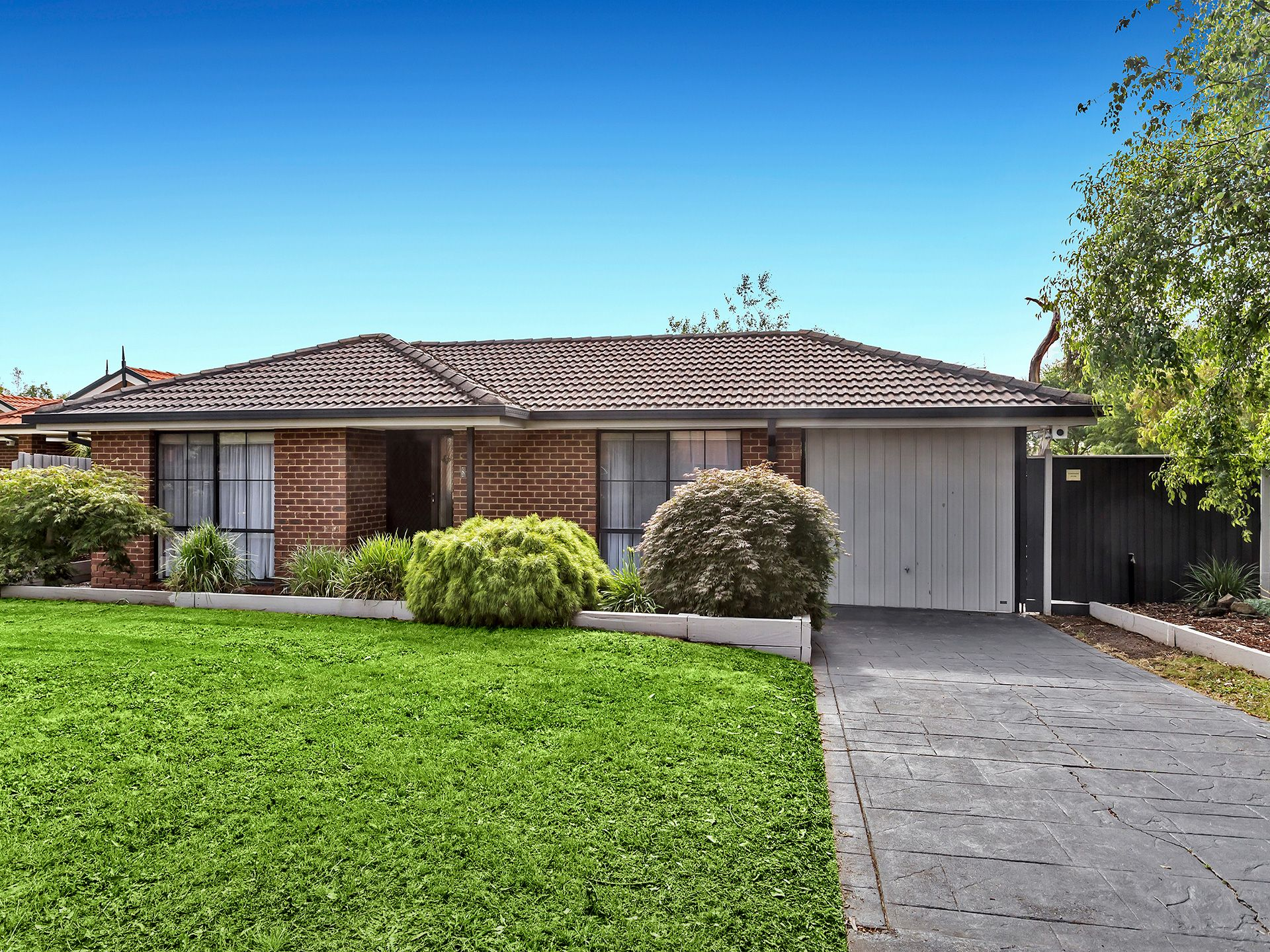 8 Moloney Court, BERWICK, VIC, 3806 - Image