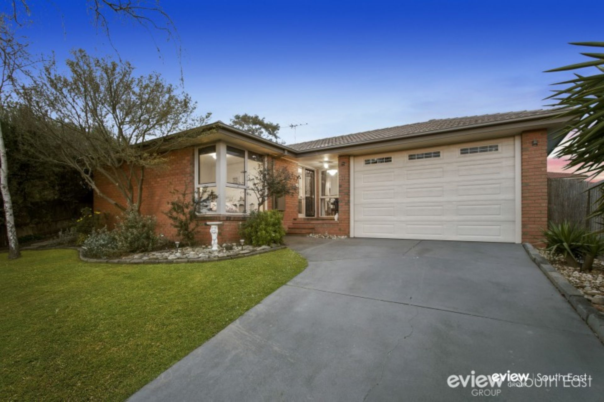 11 Duckworth Close, BERWICK, VIC, 3806 - Image