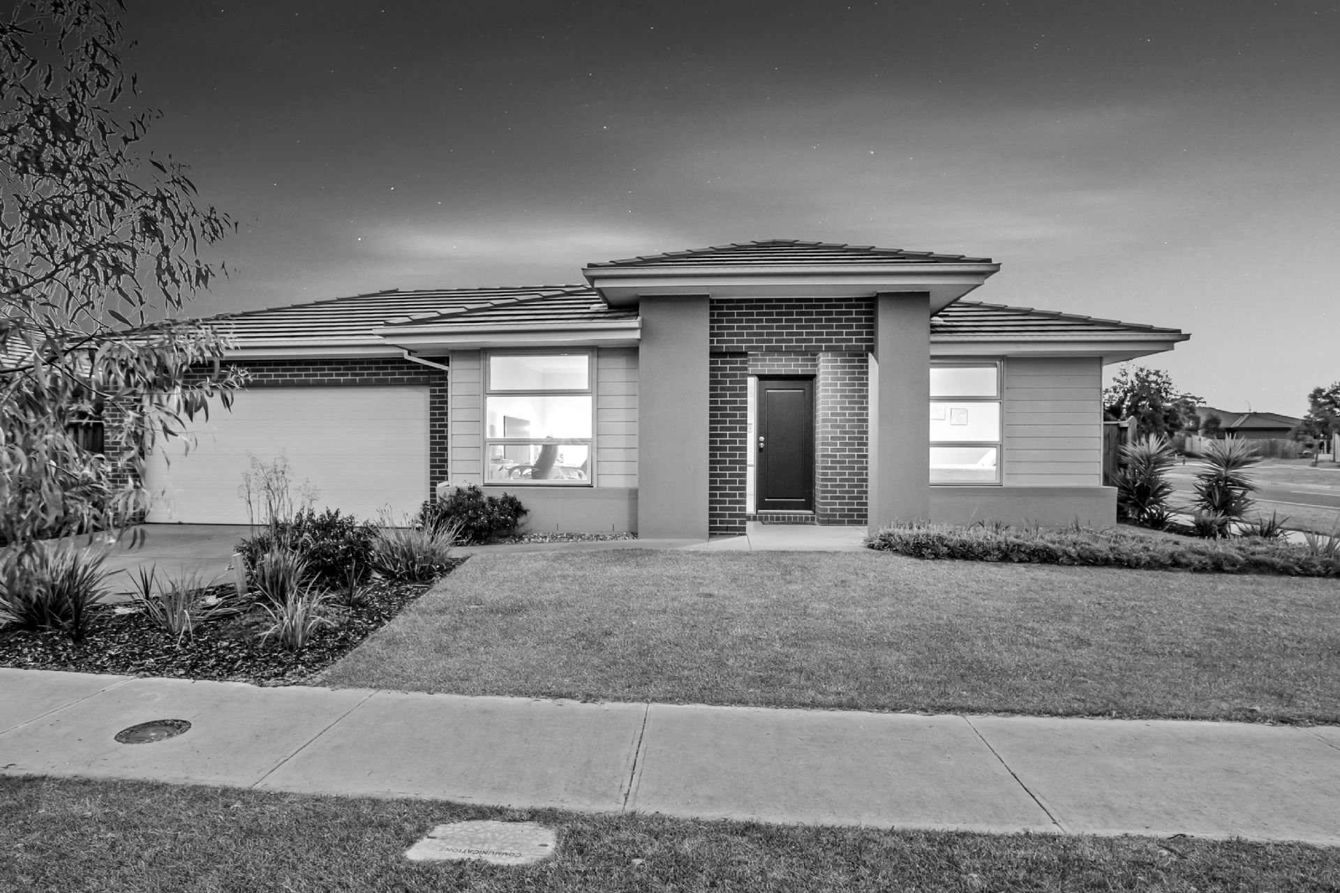 57 Royaloak Crescent, CRANBOURNE EAST, VIC, 3977 - Image
